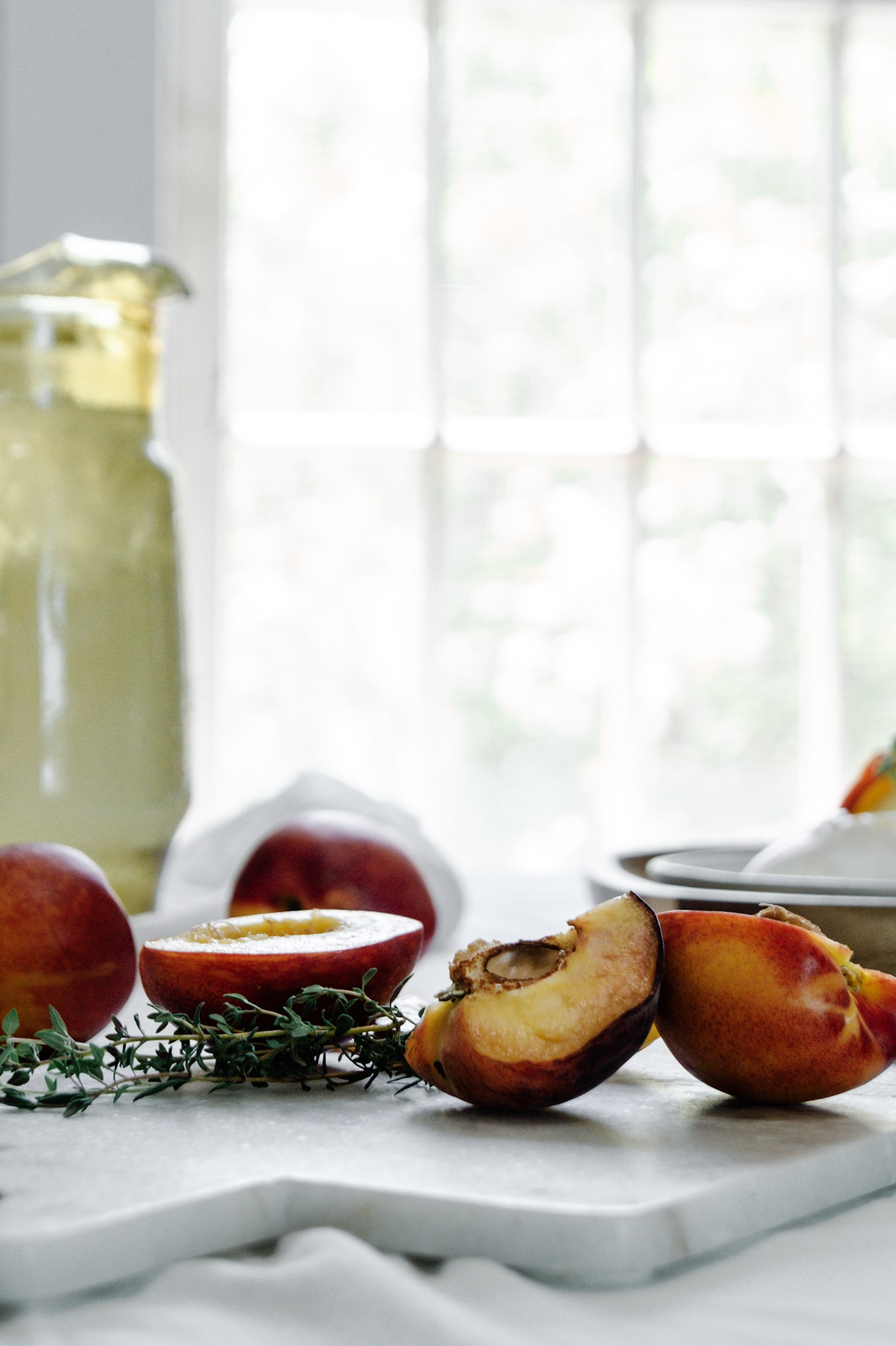 making sweet tea mocktails with juicy summer peaches